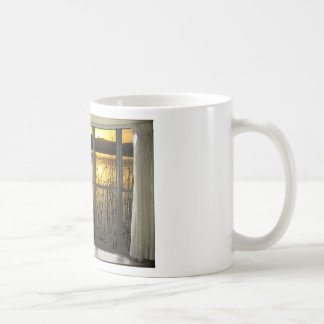 de oro-gemelo-pico-lago-ventana-vista taza básica blanca