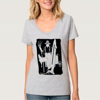 De perros al engranaje que practica surf de Amish Camiseta