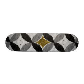 De pie alegre ascendente simple tablas de patinar