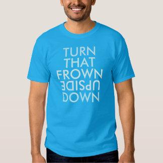 Dé vuelta a esa camiseta al revés del ceño