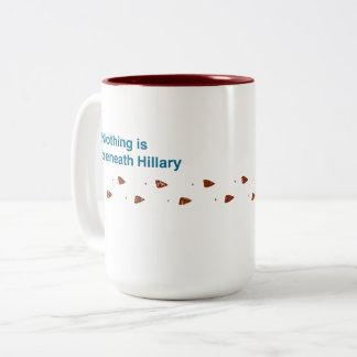 Debajo de la taza de Hillary