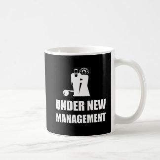 Debajo de nueva cadena de la bola del boda de la taza de café