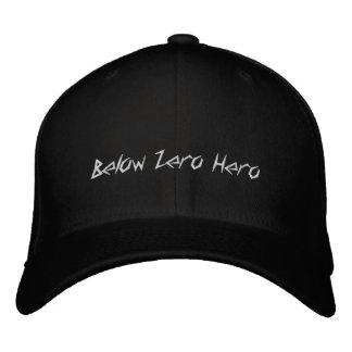 Debajo del héroe cero - gorra que acampa del gorra de beisbol