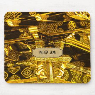 Decoración adornada de la puerta del templo del or alfombrilla de ratón