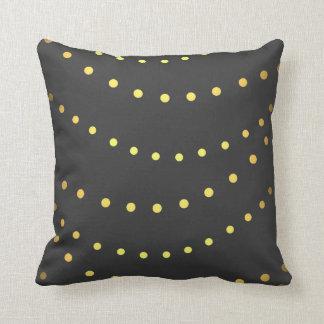 Decoración casera clásica de los puntos de la almohada