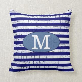 decoración con monograma de las rayas azules cojines