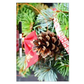 Decoración de la guirnalda del navidad pizarras blancas