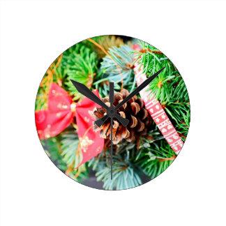Decoración de la guirnalda del navidad reloj redondo mediano