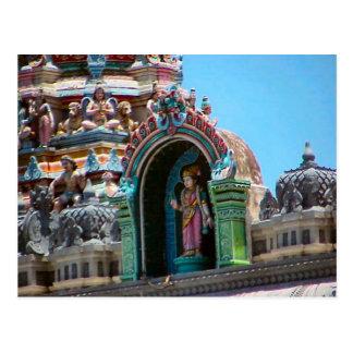 Decoración del templo hindú, detalle del tejado postal
