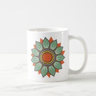Decoración floral hermosa de moda taza básica blanca
