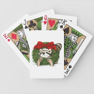 Decoración y mapache de la guirnalda del navidad baraja cartas de poker