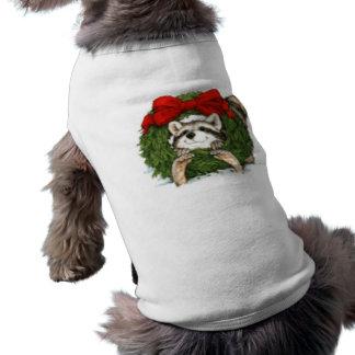 Decoración y mapache de la guirnalda del navidad camiseta sin mangas para perro