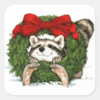 Decoración y mapache de la guirnalda del navidad pegatina cuadrada