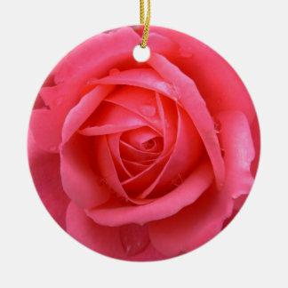 Decoraciones color de rosa románticas del adorno navideño redondo de cerámica