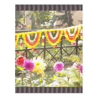 Decoraciones de la guirnalda del jardín de flores postal