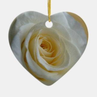 Decoraciones románticas del rosa blanco del adorno navideño de cerámica en forma de corazón