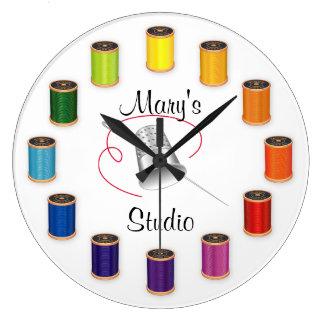 Dedal, aguja e hilos de costura reloj redondo grande
