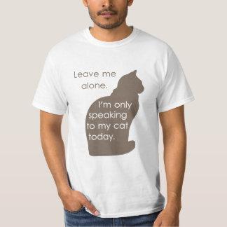 Déjeme me solo están hablando solamente a mi gato camiseta