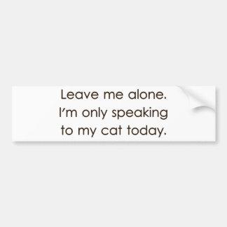 Déjeme me solo están hablando solamente a mi gato  pegatina para coche