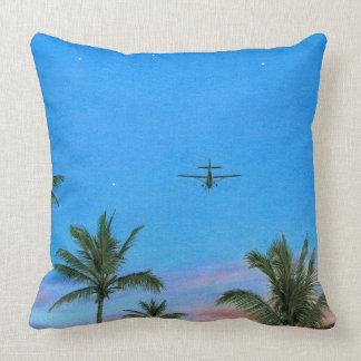 """Del """"almohada aviador de la copa"""" de Paul McGehee Cojín Decorativo"""