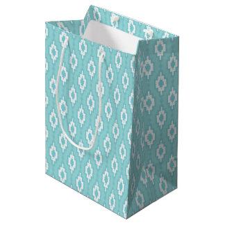 Del enrejado azul rombal suavemente - showe del bolsa de regalo mediana