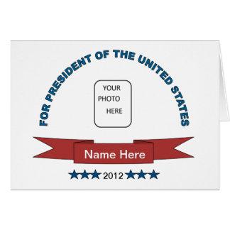 Del nombre presidente divertido Card aquí Felicitaciones