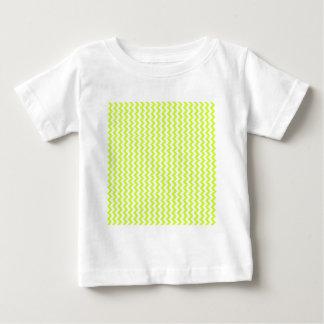 Del zigzag amarillo blanco y fluorescente de par camiseta