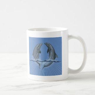 Delfínes del baile taza de café