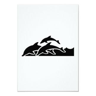 Delfínes que nadan invitación