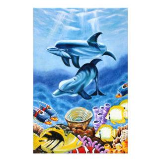 Delfínes y arte tropical de los pescados folleto 14 x 21,6 cm