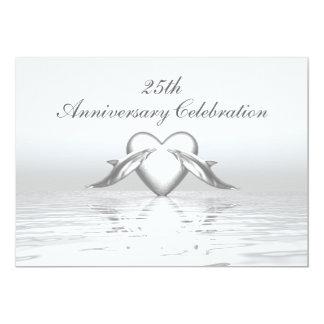 Delfínes y corazón de plata del aniversario invitación 12,7 x 17,8 cm