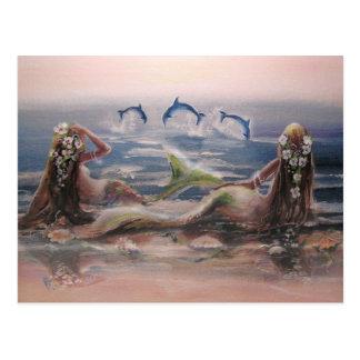 Delfínes y postal de las sirenas