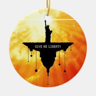 Déme la libertad adorno navideño redondo de cerámica