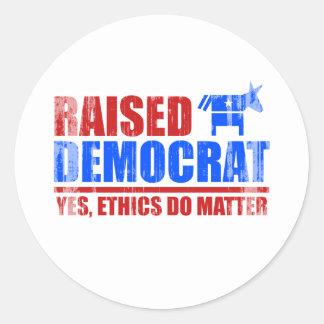Demócrata criado. Los éticas importan sí Faded.png Pegatina Redonda