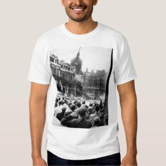 Demolición de una torre en la imagen de camiseta