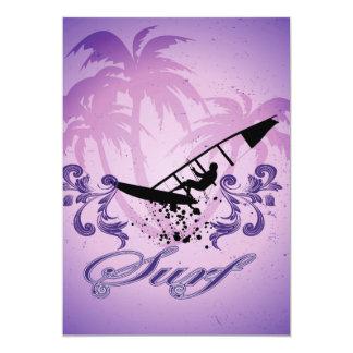 Deporte, Surfboarder en el fondo violeta Invitación 12,7 X 17,8 Cm