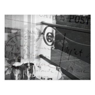 Desayuno en París, postal blanco y negro