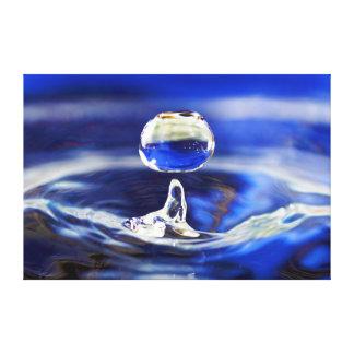 Descenso de la gota de agua fresca del agua azul lienzo envuelto para galerias