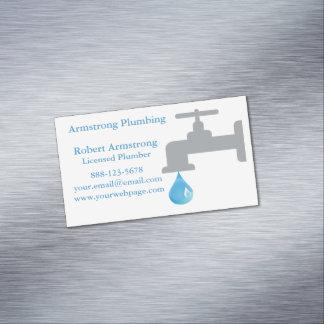 Descenso del agua del grifo del fontanero tarjeta de visita magnética