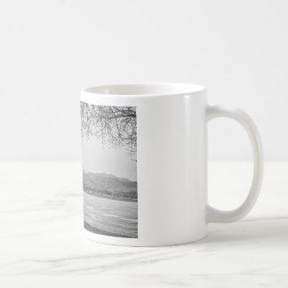 Desea la opinión máxima del invierno blanco y negr tazas de café
