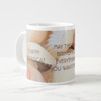 Deseo sabático feliz, cáscaras enormes de la taza taza grande