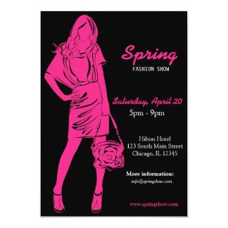 Desfile de moda (de color rosa oscuro) invitación 12,7 x 17,8 cm