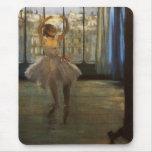 Desgasifique al bailarín de ballet que presenta alfombrilla de ratón
