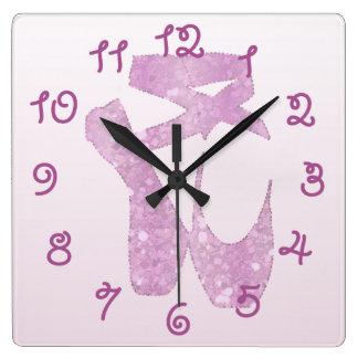 deslizadores rosados reloj cuadrado