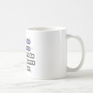 Despierte… un sueño más elegante con un Admin Asst Taza Básica Blanca