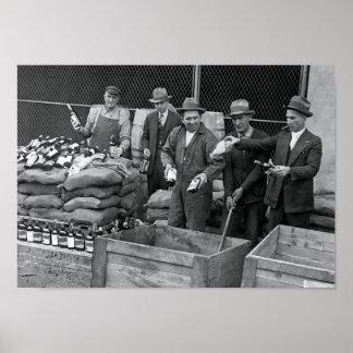 DESTRUCCIÓN 1925 DEL ESCONDRIJO DEL WHISKY DE LA PÓSTER