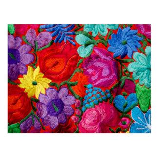 Detalle de la materia textil floral del bordado postal