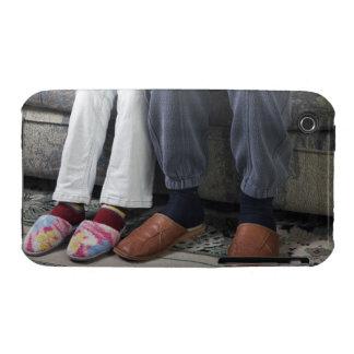 detalle de los pares maduros que se sientan en funda bareyly there para iPhone 3 de Case-Mate