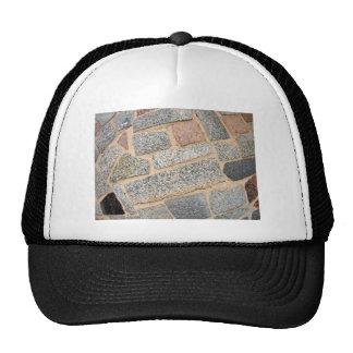 Detalle de una pared de los bloques de mármol gorras de camionero