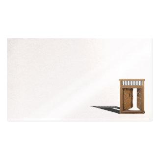 Detalles de madera del bajo de la puerta del tarjetas de visita